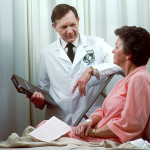 800px-Oncology_doctor_consults_with_patient